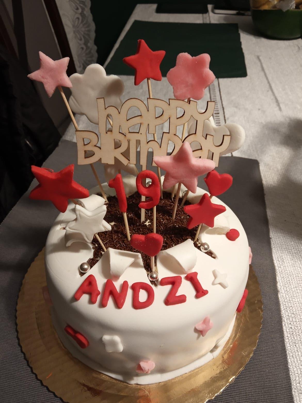 Tort na 19 urodziny.